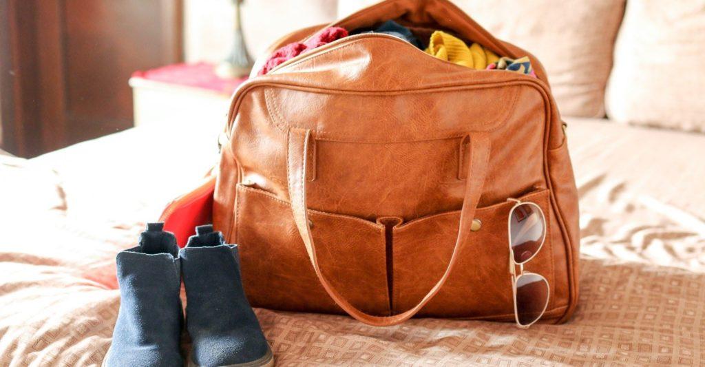 sac brun en cuir pour voyager leger